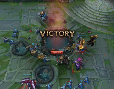 Un jugador del LOL revienta un monitor con su cabeza tras perder una partida