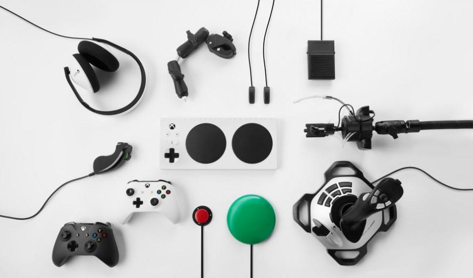 En envase del mando adaptado para Xbox One es igual de accesible